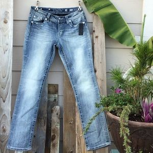 🌺 Miss Me Mid Rise Easy Straight Jeans 🐬  NWT👖